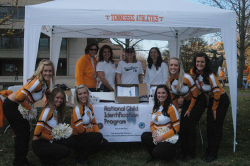 Tennessee Volunteers Distributing Child ID Kits