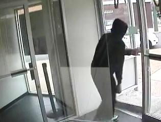 Philadelphia Bank Robbery Suspect, Photo 3 of 5 (11/12/13)