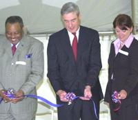 Director Mueller cuts ribbon with Birmingham Mayor Bernard Kincaid and U.S. Attorney Alice Martin